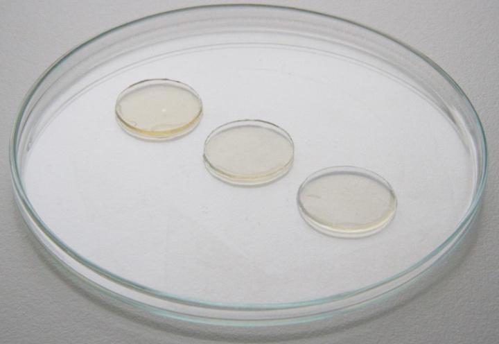 Durch eingebrachte vernetzbare Gruppen werden stabile Hydrogele aus den Biotinten erzeugt. Die Festigkeit und Quellbarkeit der Gele wird unter anderem durch den Feststoffgehalt und den Vernetzungsgrad bestimmt.